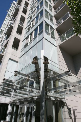 """Photo 1: 403 120 W 16TH Street in North Vancouver: Central Lonsdale Condo for sale in """"THE SYMPHONY"""" : MLS®# R2202868"""