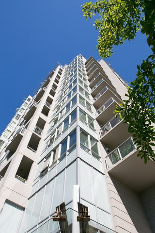 """Photo 16: 403 120 W 16TH Street in North Vancouver: Central Lonsdale Condo for sale in """"THE SYMPHONY"""" : MLS®# R2202868"""