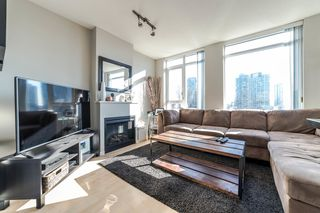 """Photo 1: 706 1001 HOMER Street in Vancouver: Yaletown Condo for sale in """"BENTLEY"""" (Vancouver West)  : MLS®# R2219801"""