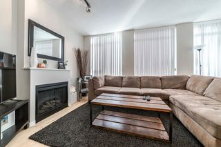 """Photo 3: 706 1001 HOMER Street in Vancouver: Yaletown Condo for sale in """"BENTLEY"""" (Vancouver West)  : MLS®# R2219801"""