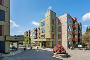 "Photo 2: 324 12085 228 Street in Maple Ridge: East Central Condo for sale in ""THE RIO"" : MLS®# R2263052"