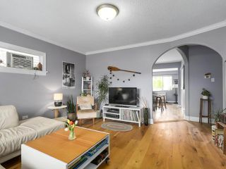 Photo 3: 2651 VENABLES Street in Vancouver: Renfrew VE House for sale (Vancouver East)  : MLS®# R2266027