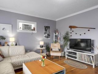 Photo 2: 2651 VENABLES Street in Vancouver: Renfrew VE House for sale (Vancouver East)  : MLS®# R2266027