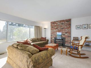 "Photo 2: 1018 PALMDALE Street in Coquitlam: Ranch Park House for sale in ""Ranch Park"" : MLS®# R2329948"