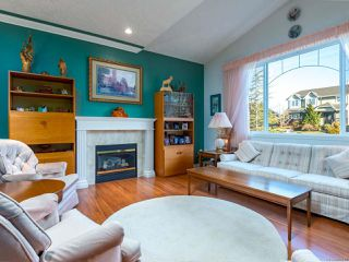 Photo 2: 2413 Stirling Cres in COURTENAY: CV Courtenay East House for sale (Comox Valley)  : MLS®# 804446