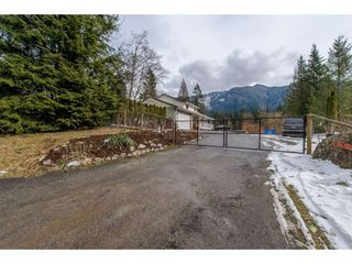 Photo 5: 13068 DEGRAFF Road in Mission: Durieu House for sale : MLS®# R2345180
