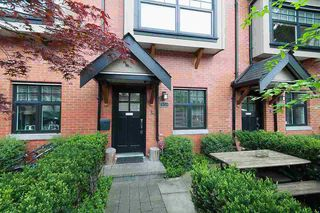"Main Photo: 958 W 15TH Avenue in Vancouver: Fairview VW Townhouse for sale in ""THE CLASSIX"" (Vancouver West)  : MLS®# R2357443"