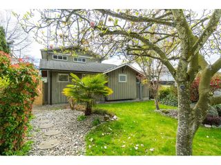 Photo 2: 15430 ROPER Avenue: White Rock House for sale (South Surrey White Rock)  : MLS®# R2358941