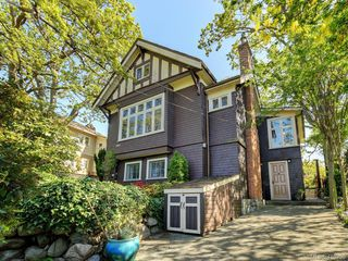 Main Photo: 1461 Pembroke Street in VICTORIA: Vi Fernwood Single Family Detached for sale (Victoria)  : MLS®# 410255