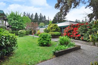 "Photo 16: 720 WESTVIEW Crescent in North Vancouver: Central Lonsdale Condo for sale in ""Cypress Gardens"" : MLS®# R2370300"