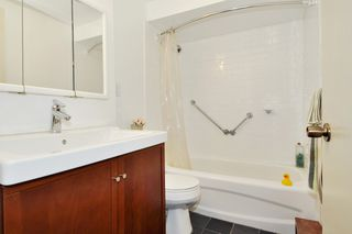 "Photo 14: 720 WESTVIEW Crescent in North Vancouver: Central Lonsdale Condo for sale in ""Cypress Gardens"" : MLS®# R2370300"
