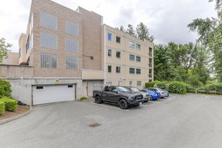 "Photo 2: 301 22722 LOUGHEED Highway in Maple Ridge: East Central Condo for sale in ""Marks Place"" : MLS®# R2381095"
