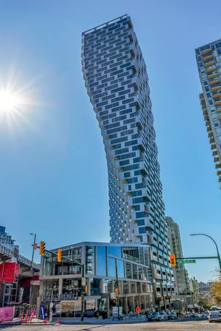 Photo 2: 4002 1480 HOWE Street in Vancouver: Yaletown Condo for sale (Vancouver West)  : MLS®# R2463556