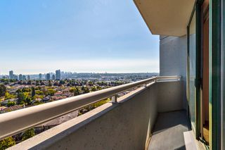 "Photo 12: 1008 3920 HASTINGS Street in Burnaby: Vancouver Heights Condo for sale in ""Ingleton Place"" (Burnaby North)  : MLS®# R2497642"