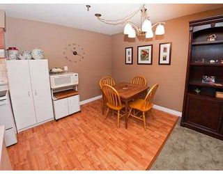 Photo 3: 327 22661 LOUGHEED Highway in Maple Ridge: East Central Condo for sale : MLS®# V980911