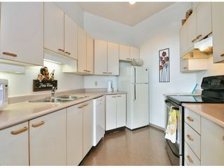 """Photo 15: 709 15111 RUSSELL Avenue: White Rock Condo for sale in """"PACIFIC TERRACE"""" (South Surrey White Rock)  : MLS®# F1405374"""