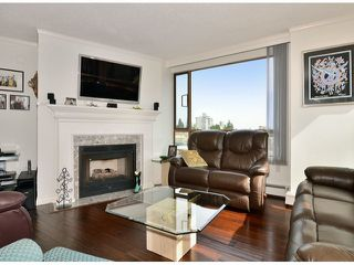 """Photo 4: 709 15111 RUSSELL Avenue: White Rock Condo for sale in """"PACIFIC TERRACE"""" (South Surrey White Rock)  : MLS®# F1405374"""