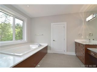 Photo 15: 111 Parsons Rd in VICTORIA: VR Six Mile Single Family Detached for sale (View Royal)  : MLS®# 684415