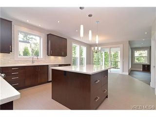 Photo 5: 111 Parsons Rd in VICTORIA: VR Six Mile Single Family Detached for sale (View Royal)  : MLS®# 684415