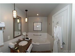 Photo 5: 232/234 1999 Country Club Way in VICTORIA: La Bear Mountain Condo for sale (Langford)  : MLS®# 704089