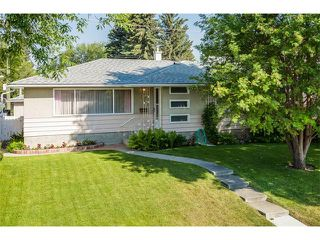 Photo 1: 116 BENNETT Crescent NW in Calgary: Brentwood_Calg House for sale : MLS®# C4021551