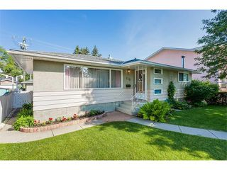 Photo 2: 116 BENNETT Crescent NW in Calgary: Brentwood_Calg House for sale : MLS®# C4021551