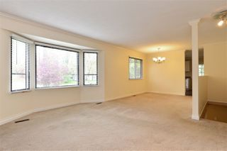 "Photo 3: 6337 SUNDANCE Drive in Surrey: Cloverdale BC House for sale in ""Cloverdale"" (Cloverdale)  : MLS®# R2056445"