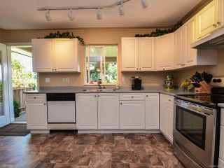 Photo 2: 2327 Galerno Rd in CAMPBELL RIVER: CR Willow Point House for sale (Campbell River)  : MLS®# 738098
