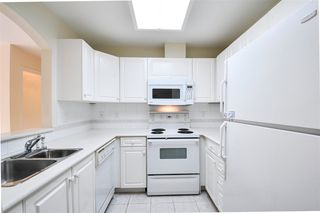 """Photo 2: 203 15111 RUSSELL Avenue: White Rock Condo for sale in """"Pacific Terrace"""" (South Surrey White Rock)  : MLS®# R2102035"""
