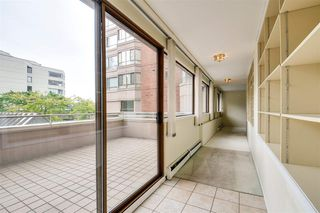 """Photo 8: 203 15111 RUSSELL Avenue: White Rock Condo for sale in """"Pacific Terrace"""" (South Surrey White Rock)  : MLS®# R2102035"""