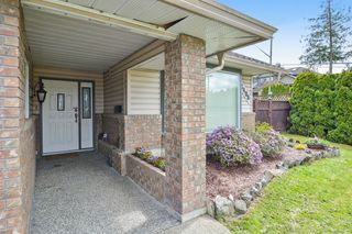Photo 3: 6408 180TH Street in Surrey: Cloverdale BC House for sale (Cloverdale)  : MLS®# R2159473
