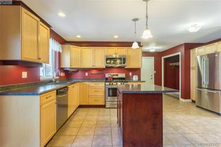 Photo 11: 969 Wild Blossom Court in VICTORIA: La Happy Valley Single Family Detached for sale (Langford)  : MLS®# 379257