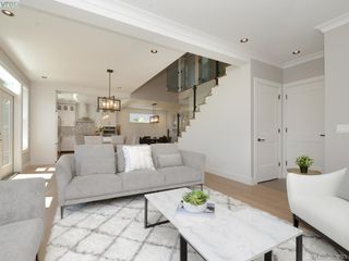 Photo 3: 2075 Neil Street in VICTORIA: OB North Oak Bay Single Family Detached for sale (Oak Bay)  : MLS®# 392633