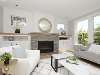 Photo 2: 2075 Neil Street in VICTORIA: OB North Oak Bay Single Family Detached for sale (Oak Bay)  : MLS®# 392633