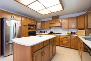 Photo 5: 8840 143 Street in Surrey: Bear Creek Green Timbers House for sale : MLS®# R2376705