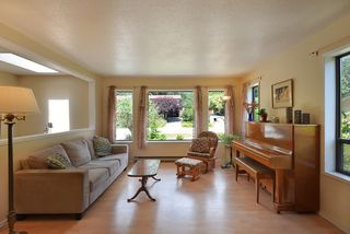 Photo 4: 1063 FIRCREST Road in Gibsons: Gibsons & Area House for sale (Sunshine Coast)  : MLS®# R2384299