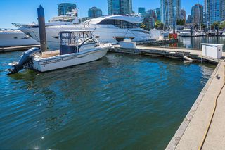 """Photo 3: C-7 1088 MARINASIDE Crescent in Vancouver: Yaletown Condo for sale in """"Quayside Marina"""" (Vancouver West)  : MLS®# R2385157"""