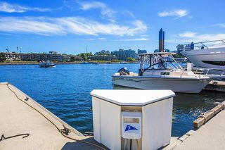 """Photo 5: C-7 1088 MARINASIDE Crescent in Vancouver: Yaletown Condo for sale in """"Quayside Marina"""" (Vancouver West)  : MLS®# R2385157"""