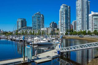 """Photo 11: C-7 1088 MARINASIDE Crescent in Vancouver: Yaletown Condo for sale in """"Quayside Marina"""" (Vancouver West)  : MLS®# R2385157"""