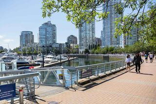"""Photo 10: C-7 1088 MARINASIDE Crescent in Vancouver: Yaletown Condo for sale in """"Quayside Marina"""" (Vancouver West)  : MLS®# R2385157"""