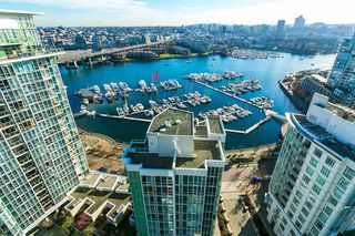 "Main Photo: C-7 1088 MARINASIDE Crescent in Vancouver: Yaletown Condo for sale in ""Quayside Marina"" (Vancouver West)  : MLS®# R2385157"