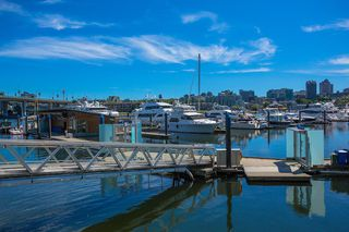 """Photo 8: C-7 1088 MARINASIDE Crescent in Vancouver: Yaletown Condo for sale in """"Quayside Marina"""" (Vancouver West)  : MLS®# R2385157"""