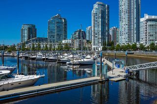 """Photo 12: C-7 1088 MARINASIDE Crescent in Vancouver: Yaletown Condo for sale in """"Quayside Marina"""" (Vancouver West)  : MLS®# R2385157"""