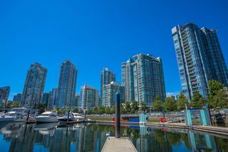 """Photo 2: C-7 1088 MARINASIDE Crescent in Vancouver: Yaletown Condo for sale in """"Quayside Marina"""" (Vancouver West)  : MLS®# R2385157"""