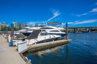 """Photo 7: C-7 1088 MARINASIDE Crescent in Vancouver: Yaletown Condo for sale in """"Quayside Marina"""" (Vancouver West)  : MLS®# R2385157"""