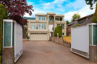 Photo 1: 2369 JEFFERSON Avenue in West Vancouver: Dundarave House for sale : MLS®# R2385406