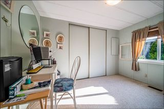 """Photo 13: 72 2303 CRANLEY Drive in Surrey: King George Corridor Manufactured Home for sale in """"Sunnyside Estates"""" (South Surrey White Rock)  : MLS®# R2435775"""