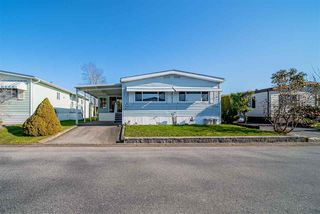 """Photo 2: 72 2303 CRANLEY Drive in Surrey: King George Corridor Manufactured Home for sale in """"Sunnyside Estates"""" (South Surrey White Rock)  : MLS®# R2435775"""