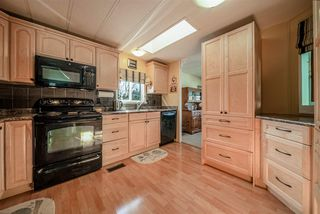 """Photo 9: 72 2303 CRANLEY Drive in Surrey: King George Corridor Manufactured Home for sale in """"Sunnyside Estates"""" (South Surrey White Rock)  : MLS®# R2435775"""