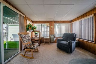 """Photo 15: 72 2303 CRANLEY Drive in Surrey: King George Corridor Manufactured Home for sale in """"Sunnyside Estates"""" (South Surrey White Rock)  : MLS®# R2435775"""